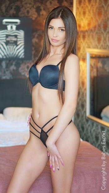 Background Kira photo