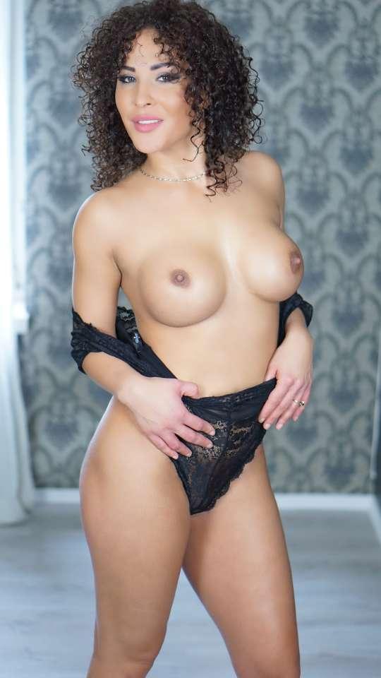 Raphaela thumb